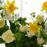 早春に咲く花々のアレンジ-フレッシュフラワーアレンジメント-東京・自由が丘のフラワーアレンジメント教室|フラワードロップス