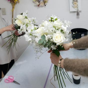花嫁の花束,製作風景,Flower Drops コースⅡ,東京,自由が丘,フラワーアレンジメント教室,フラワードロップス