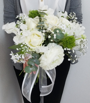 花嫁の花束,作品その2,作品を手に,Flower Drops コースⅡ,東京,自由が丘,フラワーアレンジメント教室,フラワードロップス