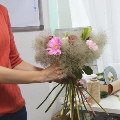 パリスタイルの花束Ⅰ,製作風景,Flower Drops コースⅠ,東京,自由が丘,フラワーアレンジメント,フラワースクール,フラワー教室,フラワードロップス