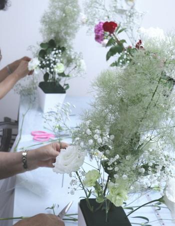花束のようなアレンジ,制作風景,Flower Drops コースⅢ,東京,自由が丘,フラワーアレンジメント,フラワースクール,フラワー教室,フラワードロップス