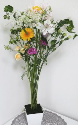 高く挿されて,作品その2,Flower Drops コースⅡ,東京,自由が丘,フラワーアレンジメント,フラワースクール,フラワー教室,NFD公認校