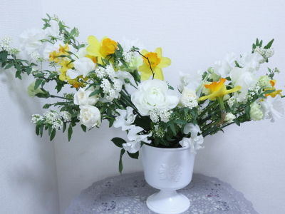 早春に咲く花々のアレンジ,作品その1,東京,自由が丘,フラワーアレンジメント,フラワースクール,フラワー教室,フラワードロップス