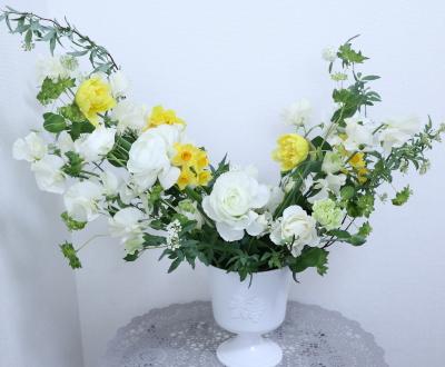 早春に咲く花々のアレンジ,作品その2,東京,自由が丘,フラワーアレンジメント,フラワースクール,フラワー教室,フラワードロップス