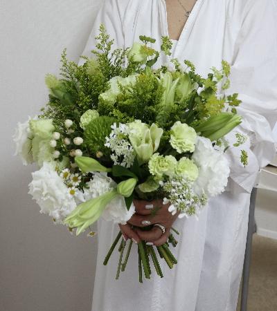 パリスタイルの花束,作品を手に,Flower Drops コースⅡ,東京,自由が丘,フラワーアレンジメント,フラワースクール,フラワー教室,フラワードロップス
