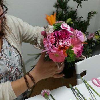 1dayレッスンで花束を製作する生徒さん