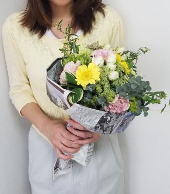 アシストを使った花束を手に,Flower Drops コースⅠ,東京,自由が丘,フラワーアレンジメント,教室,フラワードロップス