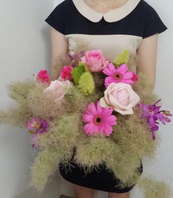 パリスタイルの花束,作品を手に,Flower Drops コースⅠ,東京,自由が丘,フラワーアレンジメント教室,フラワードロップス