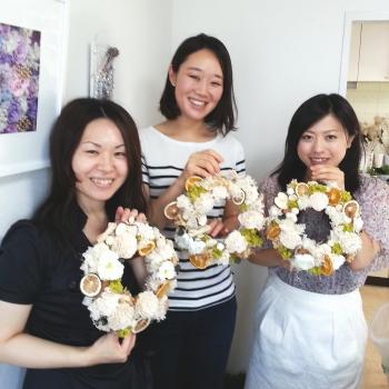 フラワーリース、生徒さんとともに Flower Drops コースⅠ