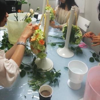 バッグブーケの製作風景1|東京・自由が丘のフラワーアレンジメント教室|フラワードロップス