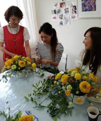 Flower Drops コースⅠの6月のテーマの一つ、ホリゾンタル(テーブルアレン)の製作風景-東京・自由が丘のフラワーアレンジメント教室|フラワードロップス