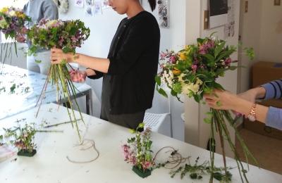 ルントシュトラウスの製作風景|Flower Drops コースⅠの10月のテーマ|東京・自由が丘のフラワーアレンジメント教室|フラワードロップス