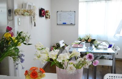 教室の風景-東京・自由が丘のフラワーアレンジメント教室|フラワードロップス