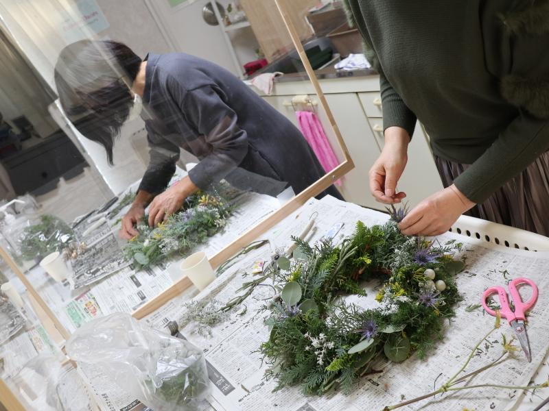 クリスマスリース,作品その3,Flower Drops コースⅠ、Ⅱ、Ⅲ,東京,自由が丘,フラワーアレンジメント,フラワースクール,フラワー教室,フラワードロップス