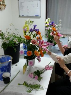 マーラリッシュ-生徒さんの製作風景|Flower Drops コースⅠの11月のテーマ|東京・自由が丘のフラワーアレンジメント教室|フラワードロップス